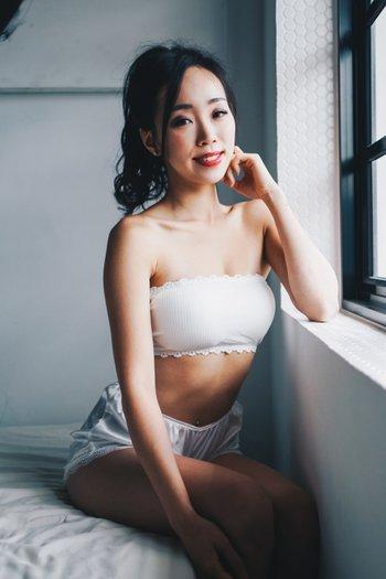 Cotton Hooked Tube Bra (White)