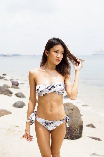 Bandeau Twist Bikini (White Marble)