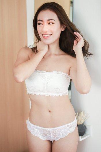 Rosette Lace Hooked Bra (White)