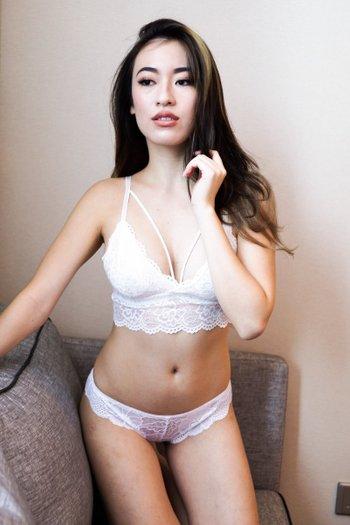 Lace Hem V Bralette (White)