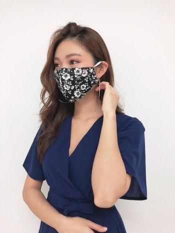 Mono Floral Face Mask